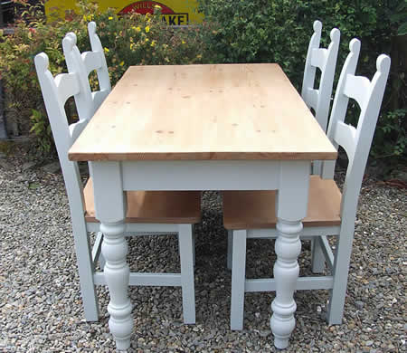 Farmhouse Dining Tables with Turned Legs