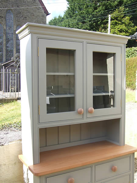 Small glazed kitchen dresser painted in Dulux Gardenia & fitted with an oak worktop
