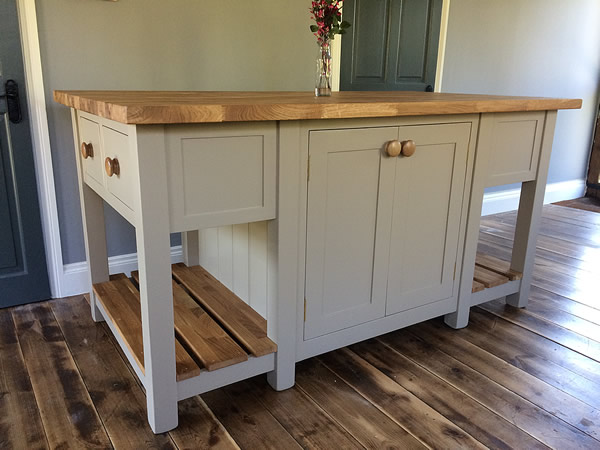 Freestanding kitchen island with oak slatted shelves at both ends