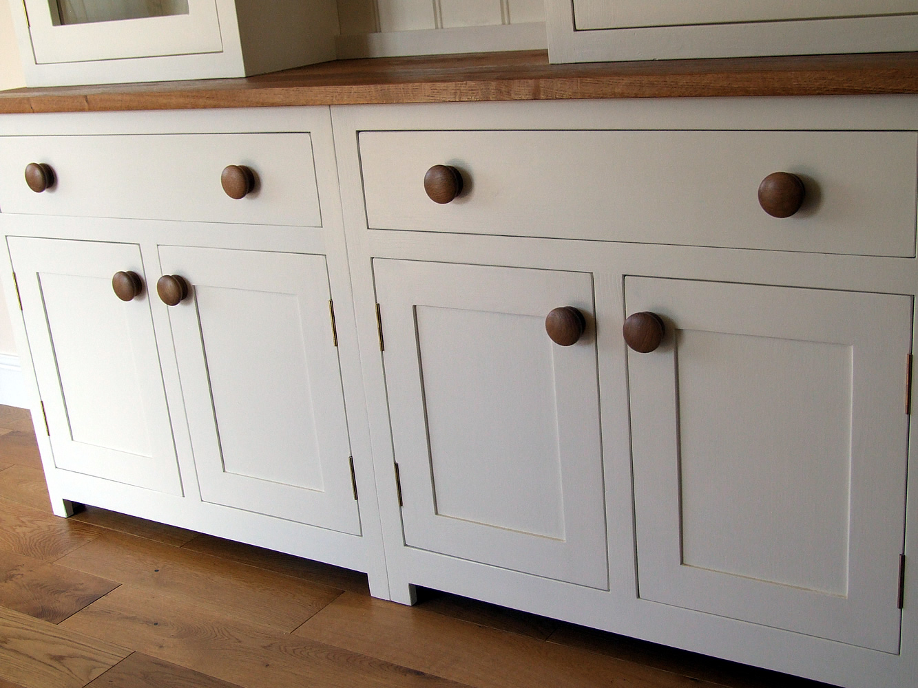 Large Shaker kitchen dresser base with 2 double cupboards & 2 wide dovetailed drawers