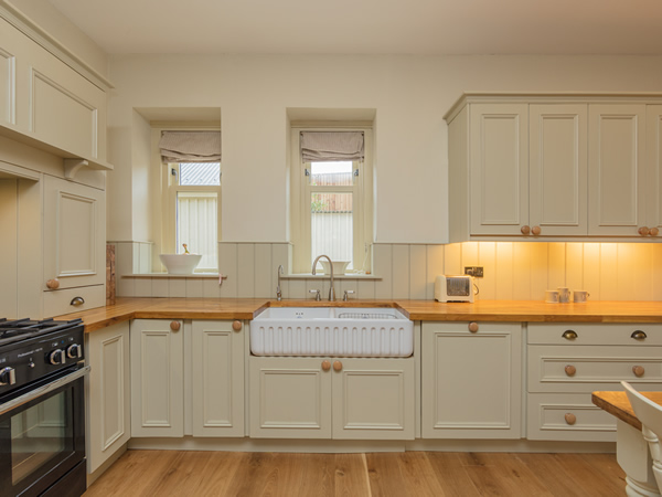 Shaker painted kitchen incorporating a double Belfast ceramic sink