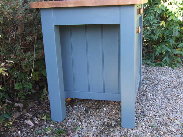 Small freestanding kitchen island in farrow & ball inchyra blue - end view