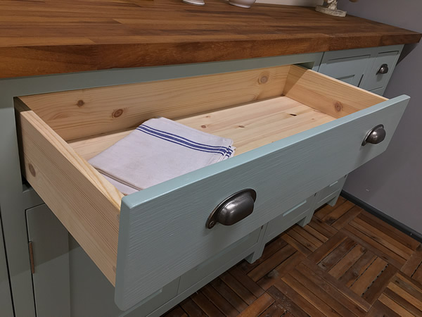 bespoke fitted kitchen double base cabinet incorporating a single wide soft-close drawer.