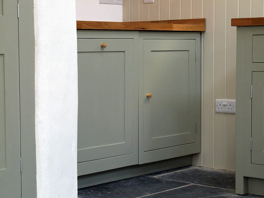 Painted Shaker kitchen integrated appliance doors